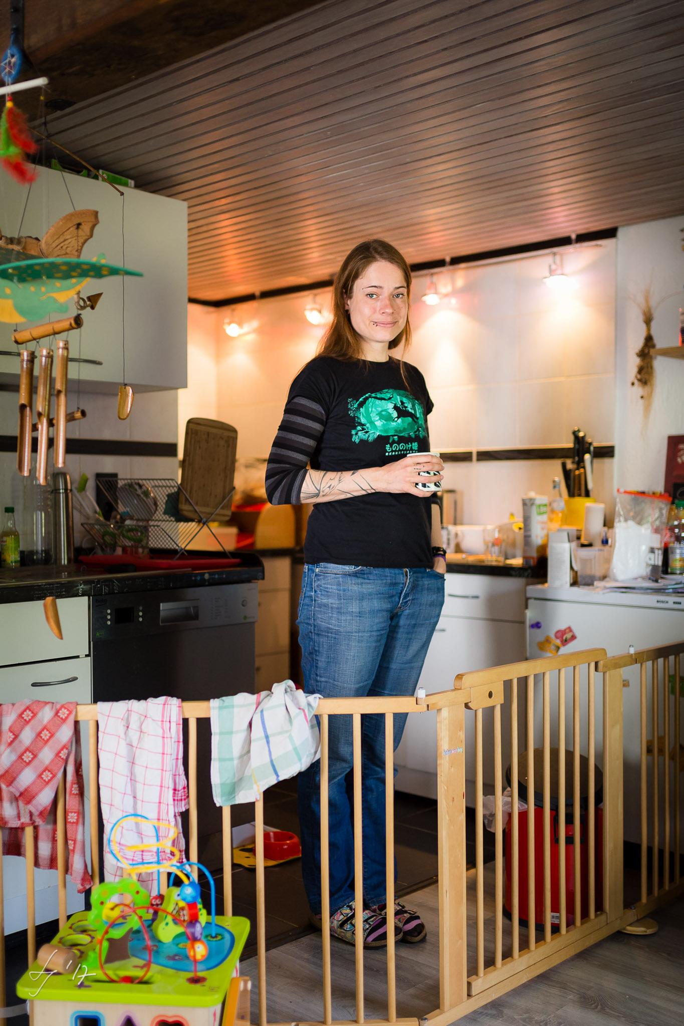 Anna-Jäger-Hauer-Künstlerportrait-zwischen-kind-kunst-und-arbeit