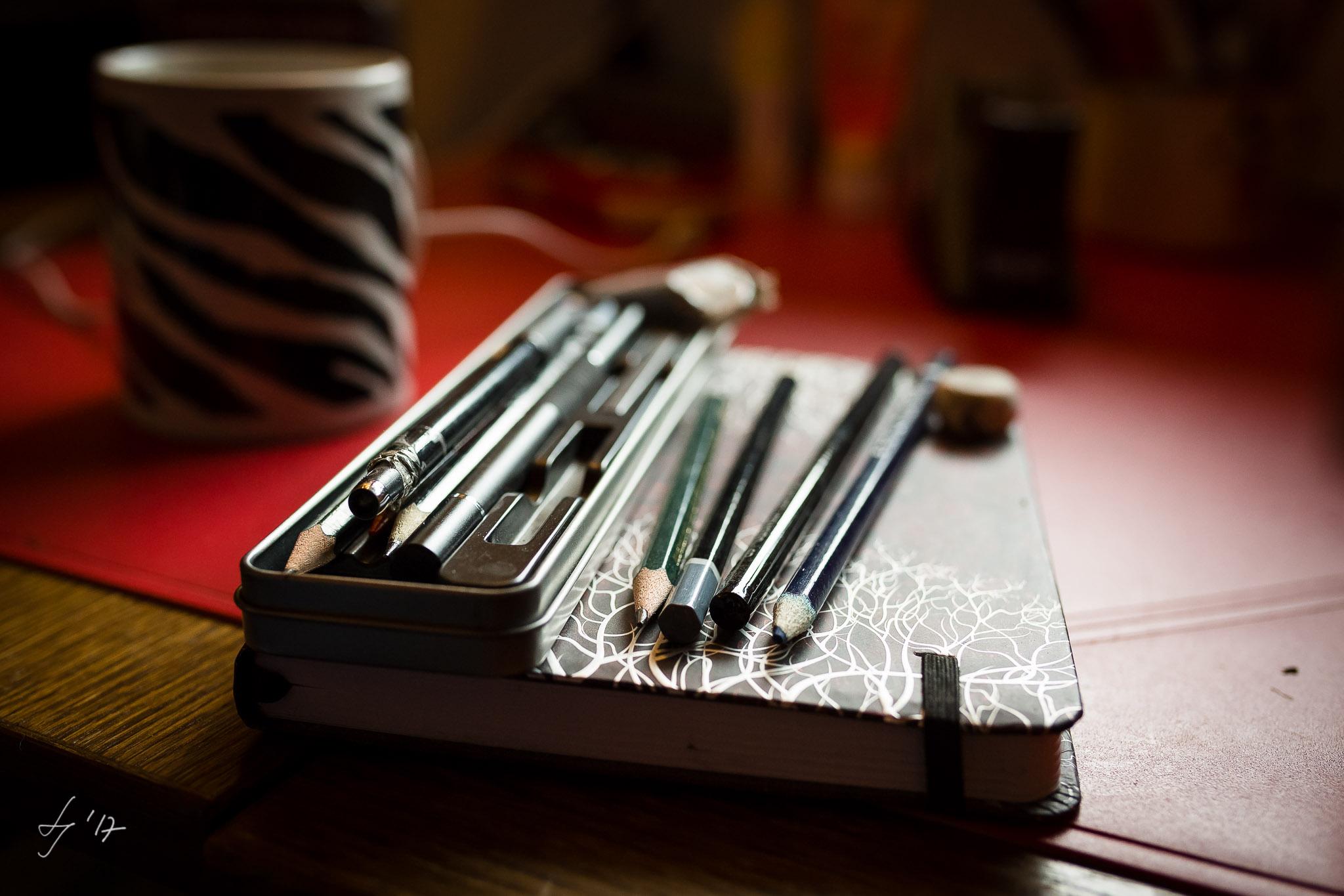 Arbeitsutensilien von Linestyle Artwork. Künstlerportrait von Fotograf Düren.